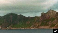 日本海上保安厅巡逻艇在有争议的钓鱼岛附近巡逻:1996年9月25日
