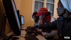 Among the services it provides, the Migrant Community Center offers computer training courses. (John Owens/VOA)