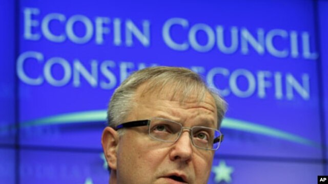 European Economic and Monetary Affairs Commissioner Olli Rehn speaks at a news conference after an European Union finance ministers meeting at the EU council headquarters in Brussels, March 15, 2011 (file photo)
