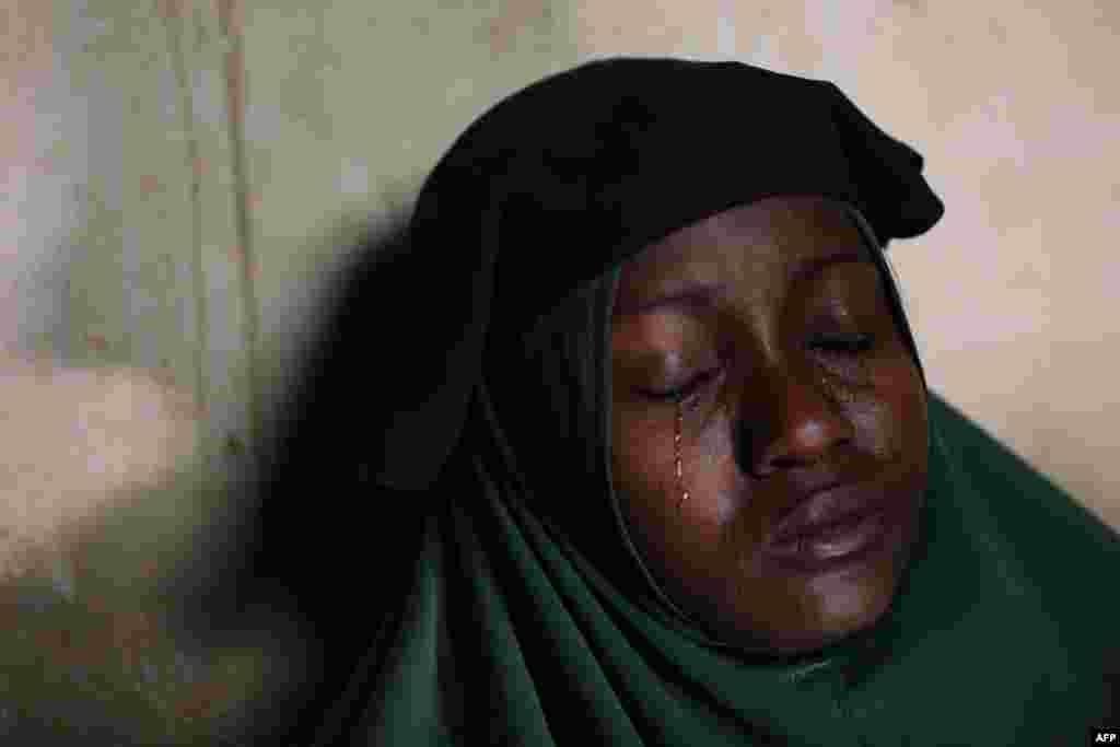 Nigeriyadakı bu qadının iki qızı orta məktəb yataqxansından qaçırılan 300 qız arasındadır