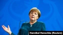 مرکل جدید ترین رهبر جهان است که به بحث در باره آینده بریتانیا در اتحادیه اروپا می پیوندد.
