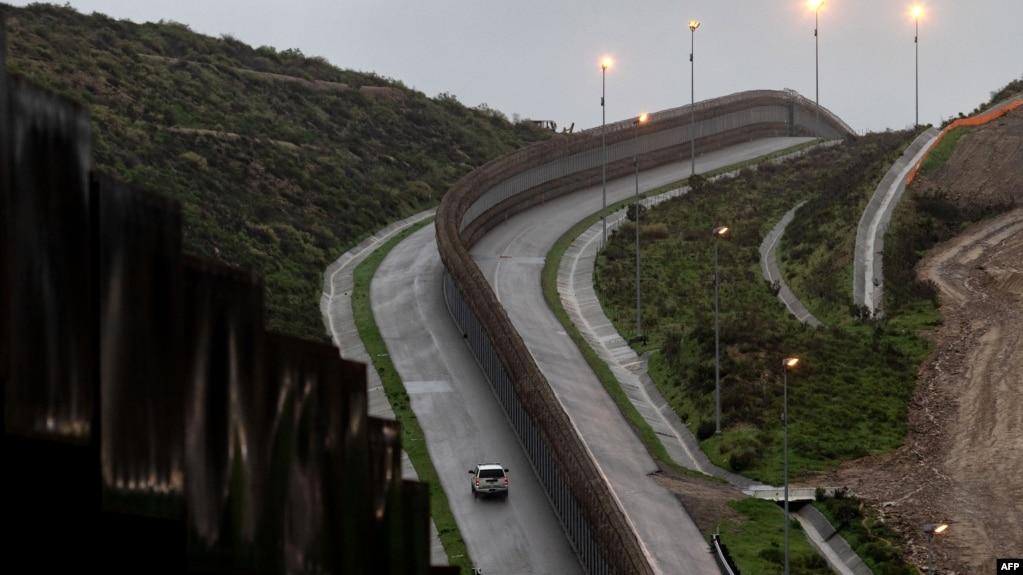 Một đoạn biên giới của Mỹ với Mexico nhìn từ Tijuana, bang Baja California, Mexico.