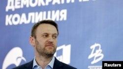 Pemimpin oposisi Rusia Alexei Navalny menghadiri konferensi pers di Moskow, 2015. (Reuters/Maxim Shemetov)