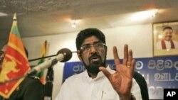 斯里兰卡大众传媒和新闻部长兰布奎拉在记者会上(资料照)