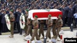 Quan tài của Tướng Wissam al-Hassan phủ quốc kỳ Libăng được mang đi chôn cất