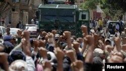 抗2014年9月1日防暴警察封锁忠于什叶派抗议人群