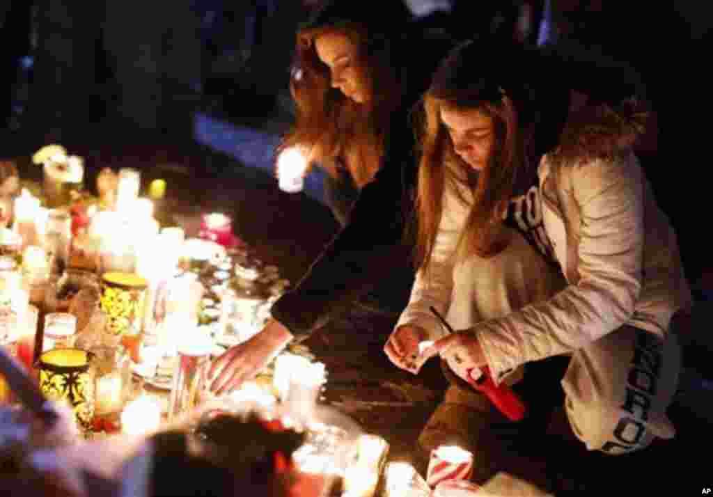 17일 미 코네티컷주 뉴타운에서 열린 총기난사 사건 희생자 추모 행사.