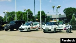 Komunalna policija pored vozila Žandarmerije na dečjem sajmu, 11. maja 2018. (Foto: Facebook stranica Komunalne policije Beograda)