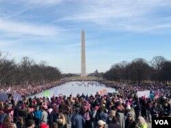 2018年美国华盛顿的女性大游行与集会。(美国之音扬之初拍摄)