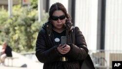 Vợ ông Walter Liew, bà Christina Liew vừa rời Tòa án Liên bang ở San Francisco