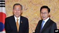 聯合國秘書長潘基文(左)與南韓總統李明博會面