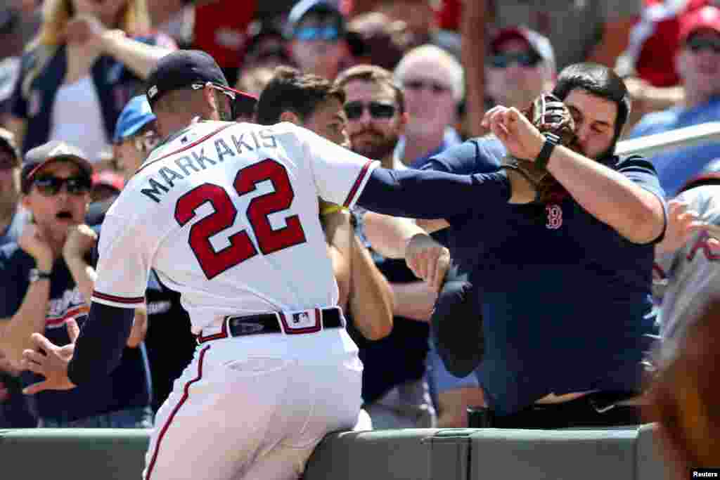 Atlanta Braves right fielder Nick Markakis (22) catches a fly ball near the stands in a game against the Boston Red Sox at SunTrust Park in Atlanta, Georgia, Sept. 3, 2018. (Credit: Brett Davis - USA TODAY Sports)
