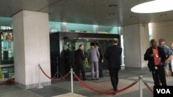 国民党主席及总统参选人朱立伦进入美国国务院大门 (美国之音钟辰芳拍摄)