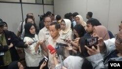 Direktur Jenderal Pencegahan dan Pengendalian Penyakit Kementerian Kesehatan Anung Sugihantoro usai konferensi pers soal antraks di kantor Kemenkes, 20 Januari 2020, di Jakarta. (Foto: Sasmito Madrim/VOA)