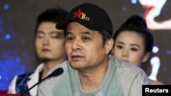 Bi Fujian អ្នកនិយាយតាមទូរទស្សន៍របស់ទូរទស្សន៍ CCTV និយាយកំឡុងសន្និសីទកាសែតមួយនៅក្នុងក្រុងប៉េកាំង។