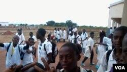 Dans une école angolaise, dans le nord du pays, le 8 juillet 2013.