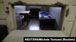 Pogled na unutrašnjost ćelije u Muzeju Štazija u kome su prikazani načini i metode kojima je tajna policija Istočne Nemačke primenjivala represiju nad građanima