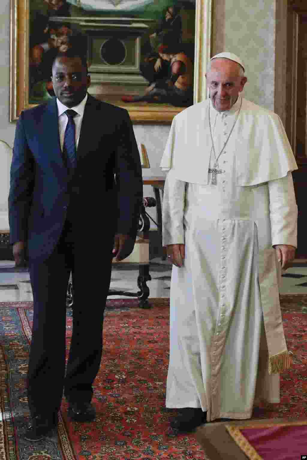 Le président de RDC, Joseph Kabila est reçu par le pape François, au Vatican, à Rome le 26 septembre 2016 .