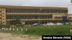 Le CHU de Brazzaville critiqué par les populations pour mauvaise prestation, le 5 décembre 2019. (VOA/Arsène Séverin)