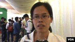 រូបឯកសារ៖ លោកស្រី ចក់ សុភាព នាយិការមជ្ឈមណ្ឌលសិទ្ធិមនុស្សកម្ពុជា (CCHR) ប្រាប់ VOA ថា ក្រោយបញ្ចប់កិច្ចពិភាក្សាពាក់ព័ន្ធនឹងសំឡេងយុវជនក្នុងនយោបាយកម្ពុជា កាលពីថ្ងៃទី៦ ខែកុម្ភៈ ឆ្នាំ២០១៧។ (VOA Khmer)