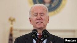 Presidenti Joe Biden mban fjalim në Shtëpinë e Bardhë në përkujtim të viktimave të COVID-19