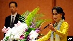 緬甸反對派領袖諾貝爾和平獎得主昂山素姬在東京進行訪問﹐在東京大學發表演講。