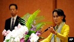 Bà Aung San Suu Kyi tại trường đại học Tokyo.