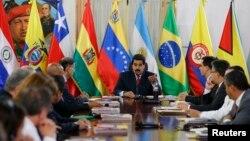 Cancilleres de UNASUR ofician como intermediarios en el diálogo entre el gobierno venezolano y la oposición.