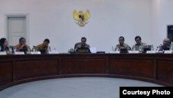 Presiden Joko Widodo memimpin rapat terbatas Rancangan Undang-Undang tentang Pertanahan di Kantor Presiden di Jakarta, Rabu 22 Maret 2017. (Foto: Biro Pers Kepresidenan).