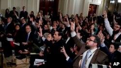 Era la cuarta conferencia de prensa de Trump desde que tomó posesión el pasado 20 de enero, en hora y media no rehuyó la confrontación ni las principales polémicas que rodean a su Gobierno.
