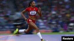 Pelari AS, Allyson Felix, saat berlaga di putaran pertama lari 200 meter di Olimpiade London 2012 (6/8). Para pelari tercepat dunia akan bertanding dalam final lari 200 meter di Stadion Olimpiade, hari ini (8/8).