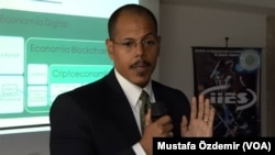 Venezuelalı kripto para uzmanı, ekonomist Aaron Olmos