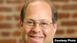 代表加州教师工会的律师吉姆•芬博格(Jim Finberg)