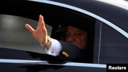پاکستان کے سابق وزیرِ اعظم نواز شریف ضمانت پر رہائی کے بعد علاج کی غرض سے لندن میں مقیم ہیں۔ (فائل فوٹو)