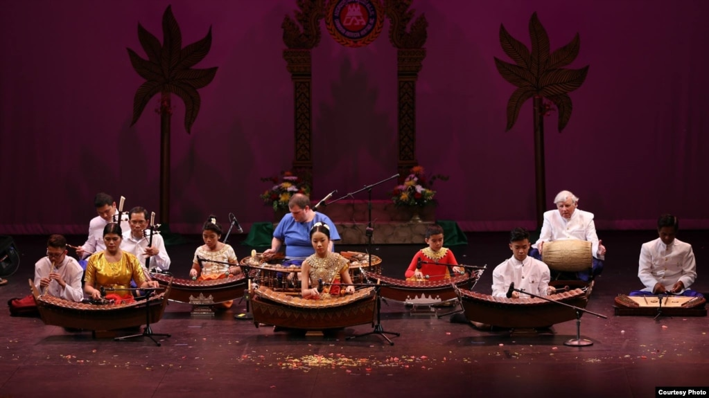 Khmer traditional musicians play one of the Khmer traditiional music for the Cambodian-American Heritage Dance Troupe dancers to perform for a big audience at the Library of Congress, in Washington D.C., in May, 2017. (Courtesy photo of Cambodian-American Heritage Dance Troupe)