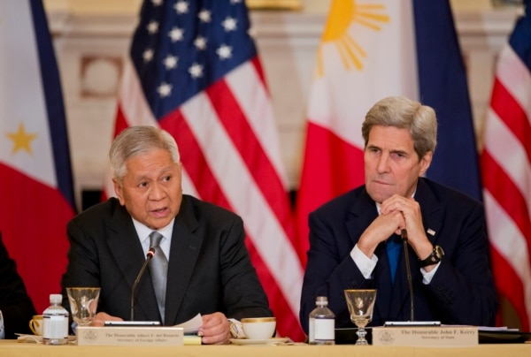 Philippines Secretary of Foreign Relations Albert Del Rosario, left, speaks while Secretary of State John Kerry, listens during a meeting between the U.S. and the Philippines delegation (AP Photo/Manuel Balce Ceneta)