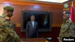 Umushikiranganji wo kwivuna wa Sudani, ari kumwe n'umukuru w'ibiro vya gisirikare Lt. Gen. Kamal Abdul Murof Al-mahi arahijwe nk'uhurongoye inama y'igihugu y'imfatakibanza muri Sudani