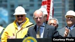 布朗州长在旧金山庆祝高铁案 by 加州州长办公室