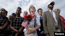 在美国国防部纪念911仪式上的人们(2016年9月11日)