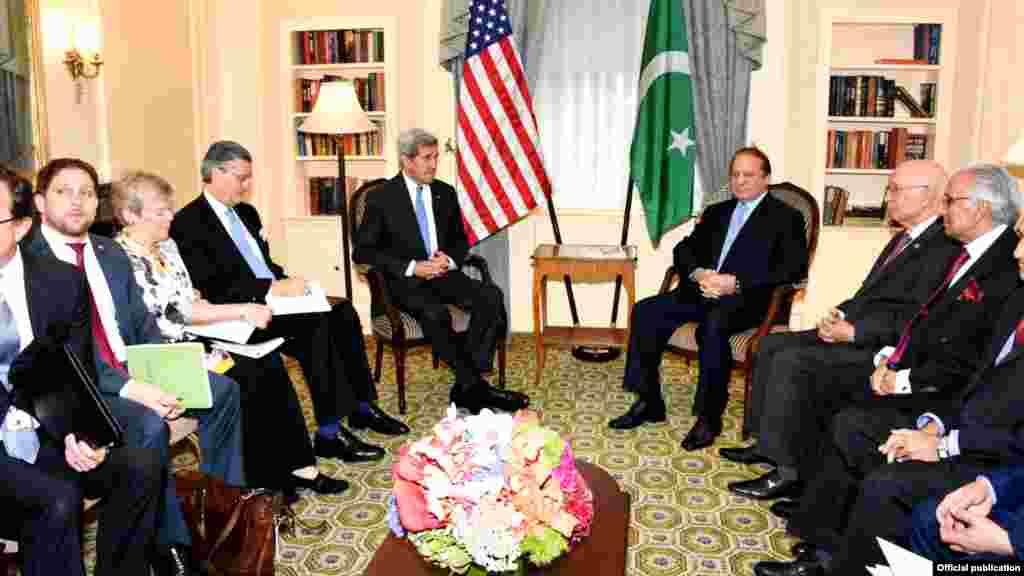 وزیر اعظم نواز شریف کا کہنا ہے کہ وہ امید کرتے ہیں کہ پاکستان اور انڈیا کے درمیان باہمی اختلافات اور ایشوز کے حل کے لیے امریکی حکومت اور امریکی وزیر خارجہ جان کیری مدد کریں گے۔