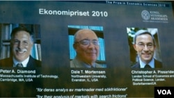 Tiga pemenang hadiah Nobel Ekonomi, dari kiri: Peter Diamond, Dale Mortensen, dan warga Inggris Christopher Pissaride.