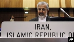 Dutabesar Iran untuk IAEA, Ali Asghar Soltanieh dalam rapat bersama para pemimpin IAEA di International Center, Wina, Austria (6/6).