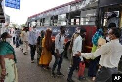 အိႏၵိယႏိုင္ငံ Ahmedabad ၿမိဳ႕မွာေတြ႔ရတဲ့ ျမင္ကြင္း။ (ဇြန္ ၁၀၊ ၂၀၂၀)