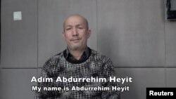 បុរសម្នាក់ដែលនិយាយថា ខ្លួនជាលោក Abdurehim Heyit បង្ហាញខ្លួននៅក្នុងវីដេអូមួយដែលបង្ហាញដោយសារព័ត៌មាន China Radio International ផ្សាយជាភាសាតួកគី កាលពីថ្ងៃទី១០ ខែកុម្ភៈ ឆ្នាំ២០១៩។
