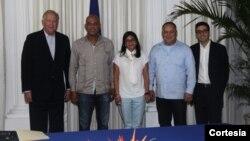 El Consejero del Departamento de Estado de Estados Unidos, Thomas Shannon, izquierda, se vuelve a reunir con delegación de funcionarios venezolanos.