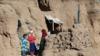 مساعدت افغانها به افغانها؛ از امریکا تا مغارههای بامیان