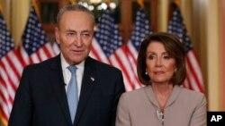 نانسی پلوسی رئیس دموکرات مجلس نمایندگان و چاک شومر رهبر اقلیت دموکرات سنا