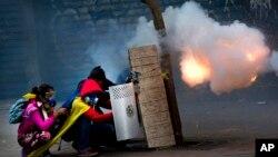Un informe de un grupo internacional dice que la estabilidad de Venezuela pende de un hilo.