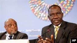 Alamine Ousmane Mey, Ministre de Finance au Cameroun, parle lors d'un entretien dans le cadre d'une série de conférence de la Banque mondiale, à Washington, le 20 avril 2013.