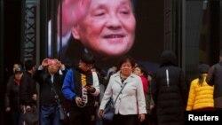 2018年11月14日,北京中國國家博物館舉辦的中國改革開放40週年展覽中,人們參觀關於中國前領導人鄧小平的內容。